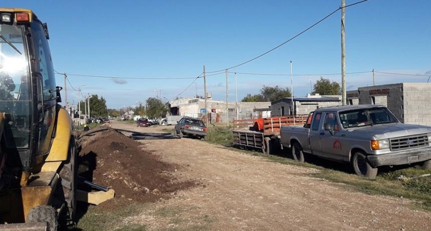El Municipio amplía la red de agua corriente en el barrio Lourdes