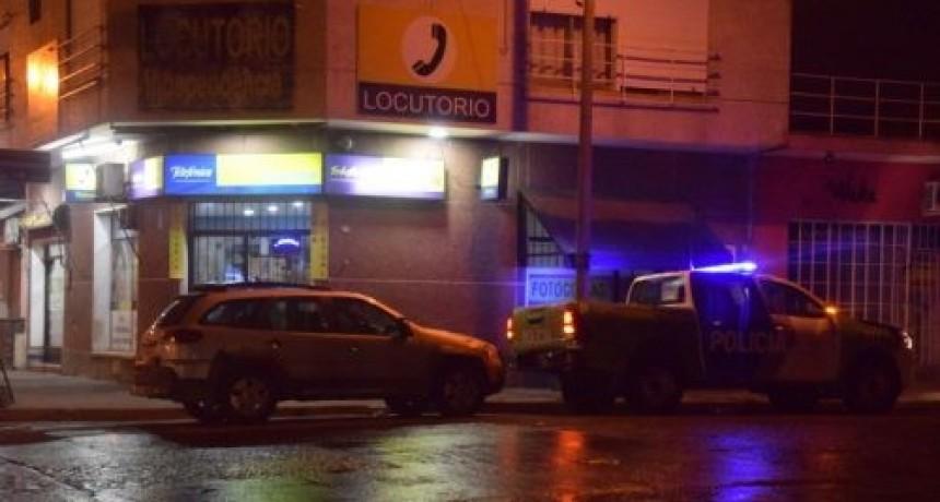 Dos robos similares pusieron en alerta a la policía