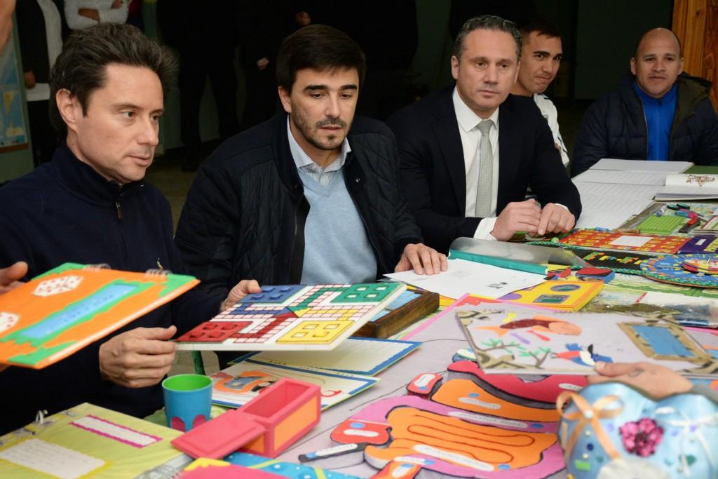 . El intendente Galli y el Ministro Sánchez Zinny visitaron el Taller de Braille de la Unidad Nº 2 de Sierra Chica