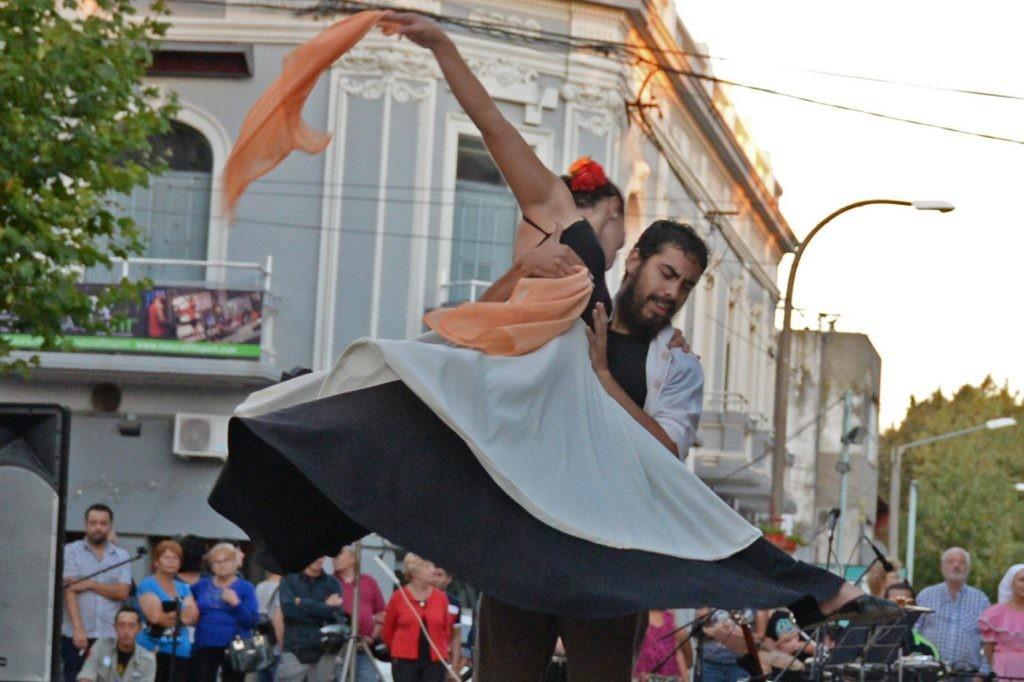 Tardes de danza y música en el Salón Rivadavia