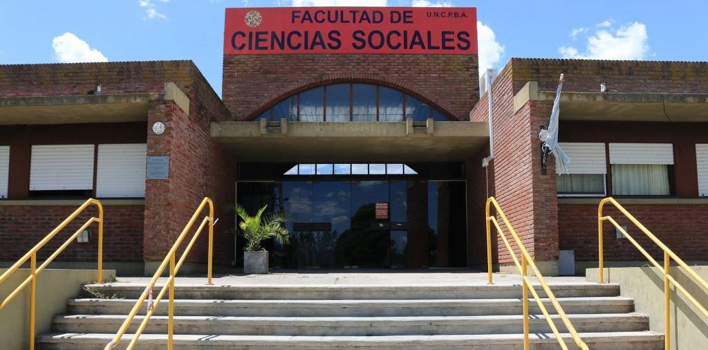 Charla sobre la crisis económica en Ciencias Sociales