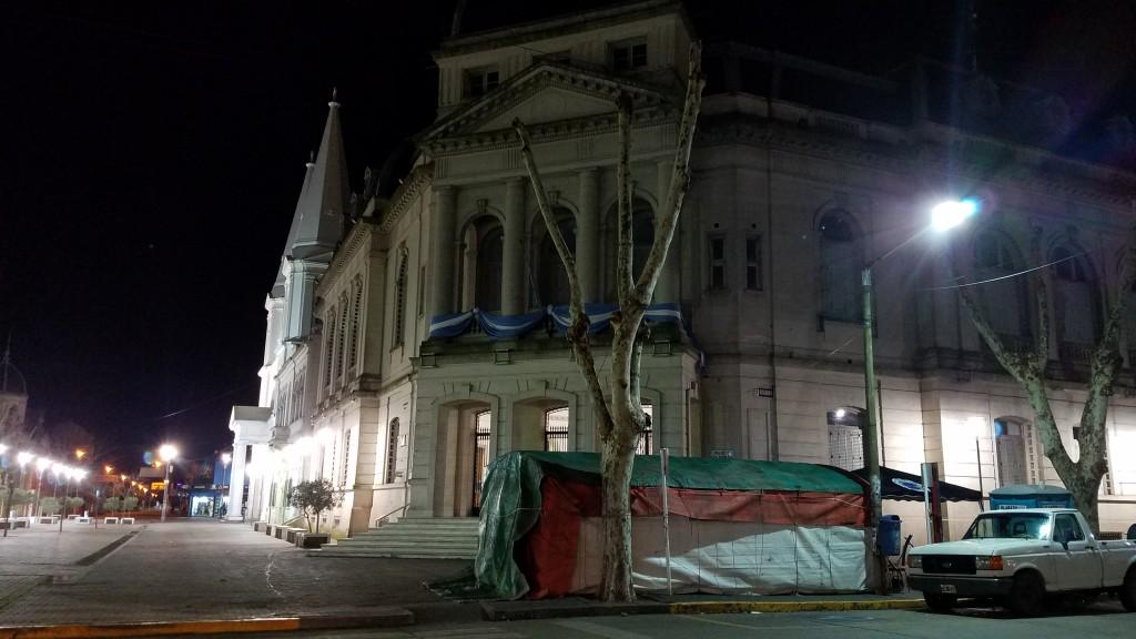 Paritarias: los Municipales instalaron  una 'carpa informativa'