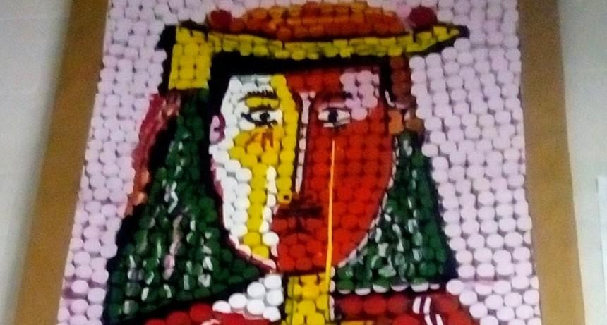 Un Picasso hecho con tapitas en la Unidad 38