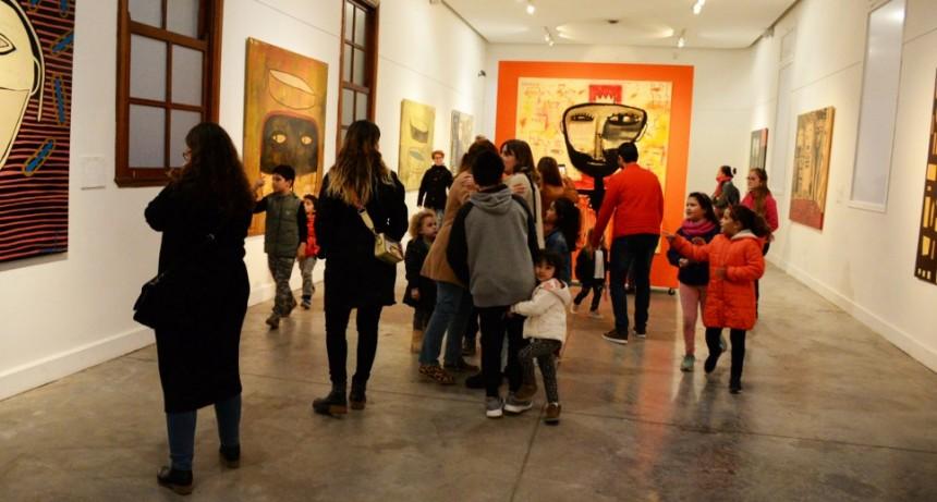 Las Roquísticas y Circo Chamula en la inauguración de la Muestra de Milo Lockett