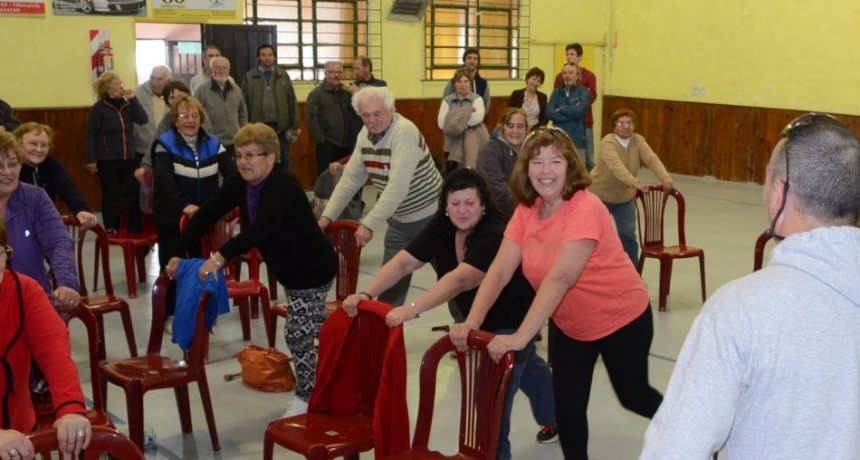 Gimnasia para adultos mayores en Casa del Bicentenario