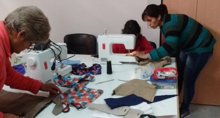 Comenzó el taller de costura en los Nidos