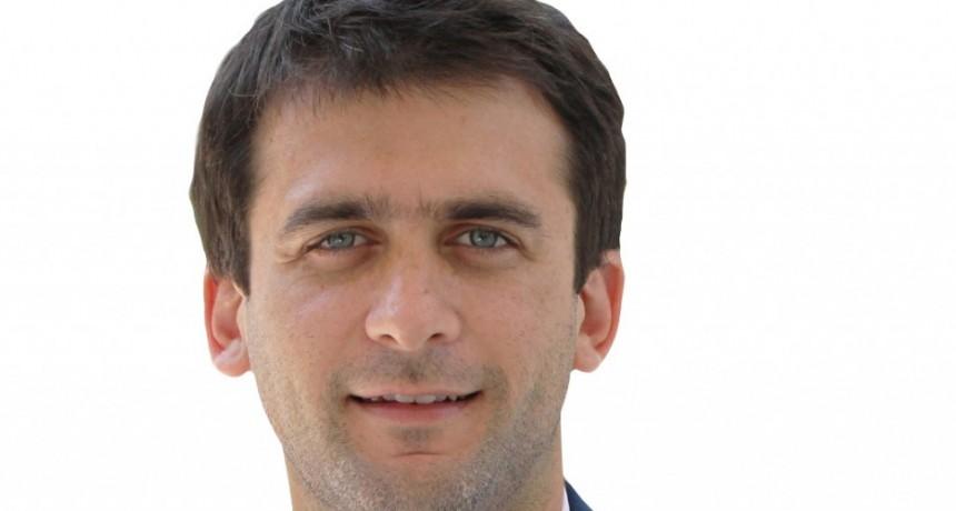 El subsecretario de Coordinación política Hugo Rossi presentó maquinarias viales que tendrá Olavarría