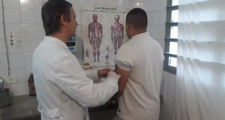 Sostienen campaña de vacunación antigripal en la Unidad 38