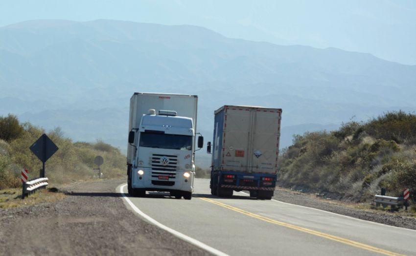 Mendoza informo sobre nuevas medidas en el protocolo de ingreso y estadía para los camioneros