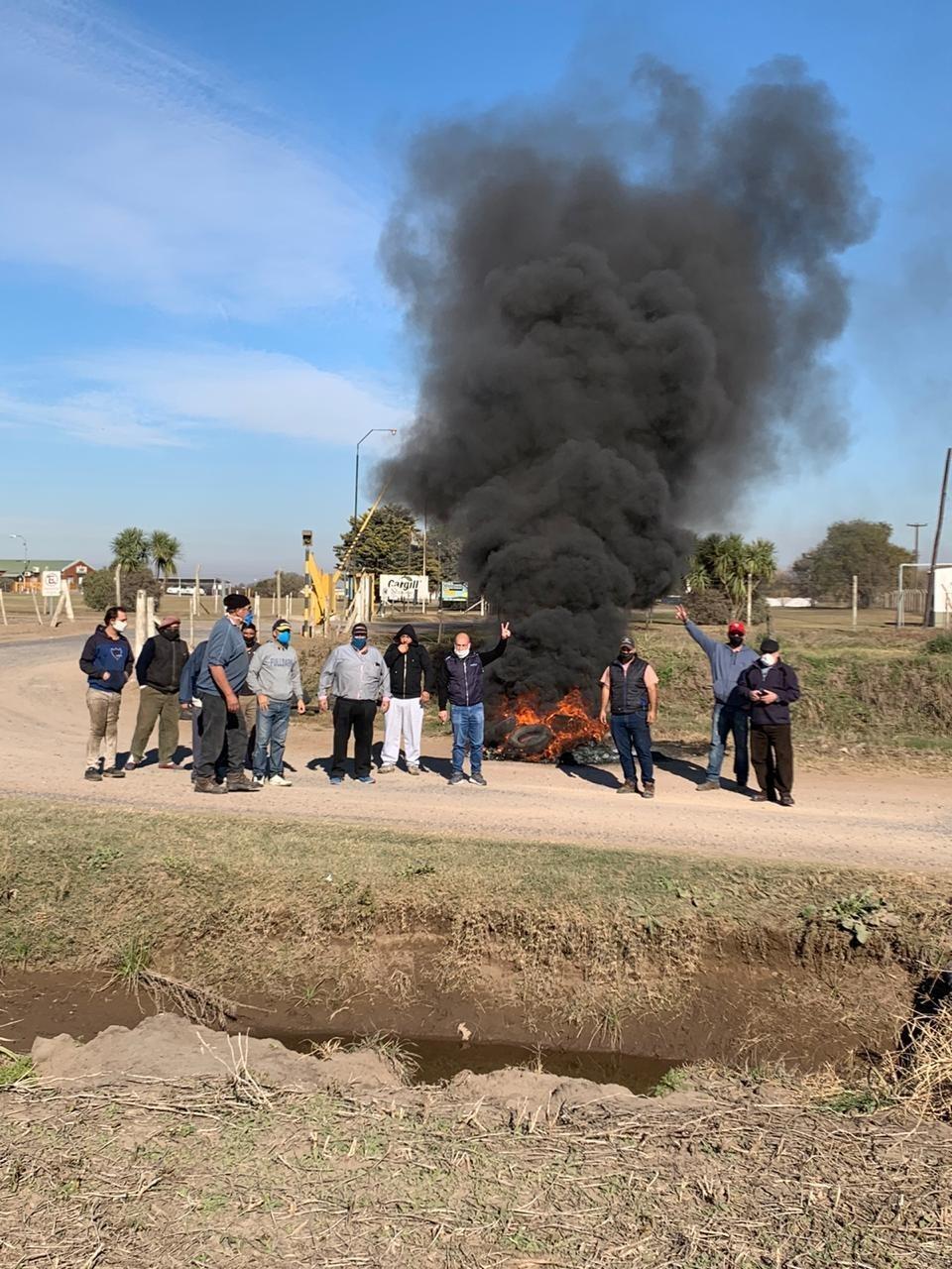 Paro y movilización de dos centros de transportistas adheridos a FETRA en Arribeños