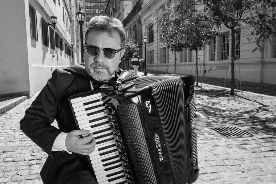 Facundo Quiroga tocó su acordeón en vivo para Lu 32