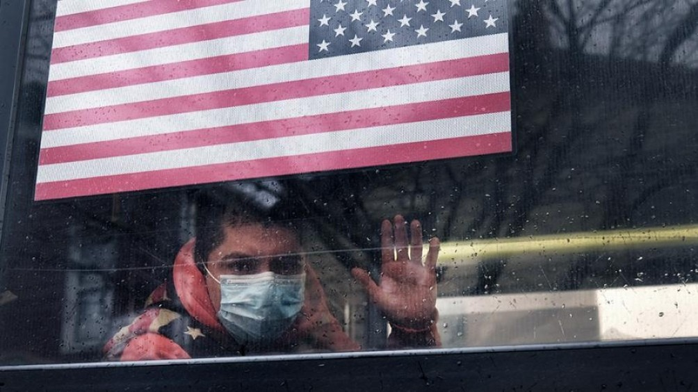 En Estados Unidos los gobernadores comienzan a tomar medidas ante la aceleración de los contagios
