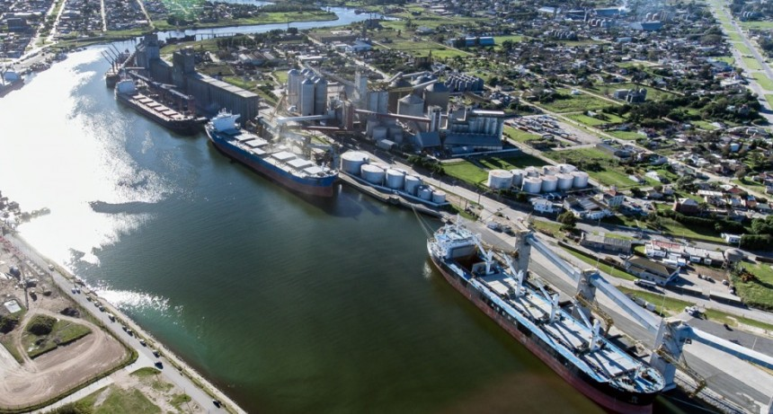 Oscar  Moran  nos explicó  cómo  funciona  el  protocolo  para  los  transportistas  en  el  puerto  de  Quequen