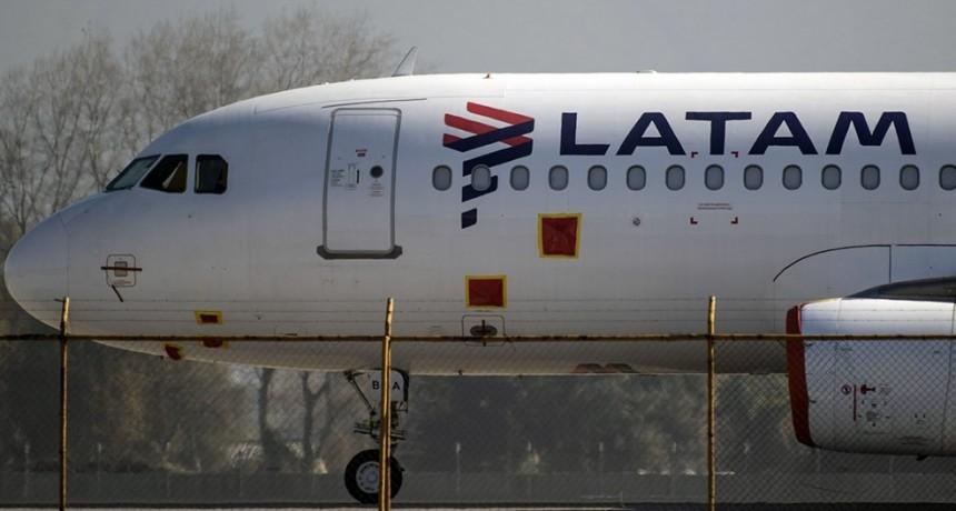 El Gobierno busca sostener los puestos de trabajo de Latam ante un eventual regreso a operaciones