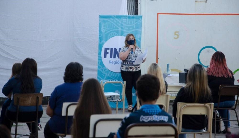Comenzó la inscripción al Plan Egresar para jóvenes que deseen  finalizar los estudios secundarios y contempla una beca de $5000