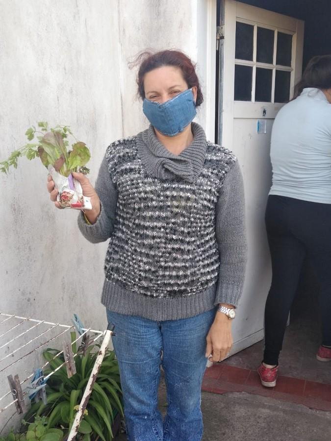 Vecinos y vecinas de Crotto recibieron plantines