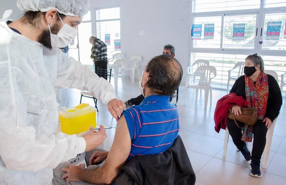 Comienza la vacunación libre para mayores de 55 años y este viernes en Olavarría se aplicaron 1.310 dosis