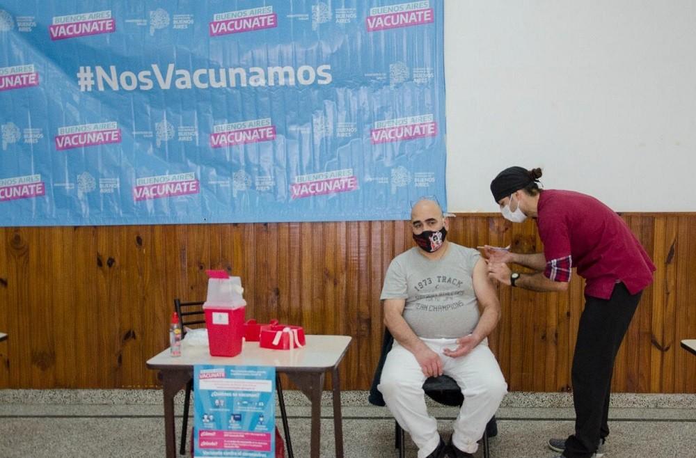 Este domingo se vacunaron  216 personas contra el COVID