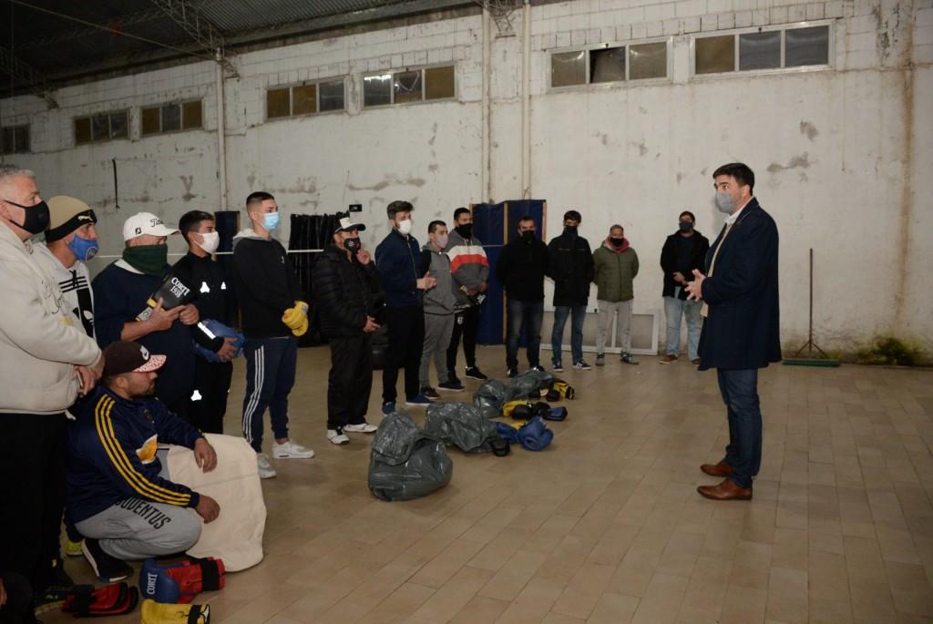 La Municipalidad entregó material de boxeo a gimnasios