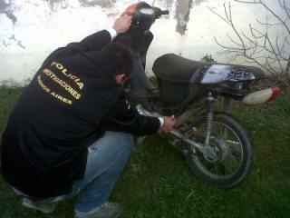 En operativo secuestran una moto