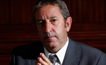 Excombatientes critican a Cobos por su viaje a Malvinas