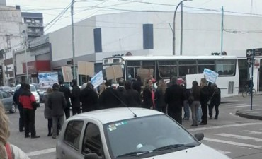Movilización: Amplio acatamiento al paro bancario en Olavarría