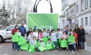 Jóvenes del Centro de Día  4 regalaron ecobolsas
