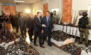 Scioli participó de la destrucción de casi 14 mil armas de fuego