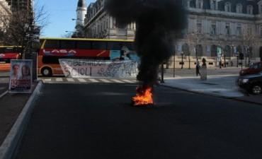 En La Plata, siguen las protestas de LASA
