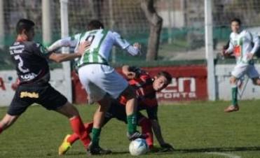 Ferro juega el domingo a la hora once en Ayacucho por el Federal