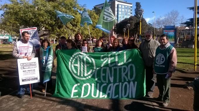 La mitad de los docentes y auxiliares de Olavarría hicieron paro en la mañana