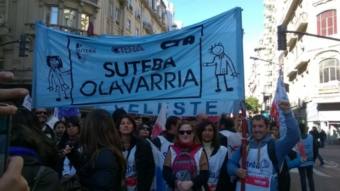 SUTEBA Olavarría movilizó en La Plata