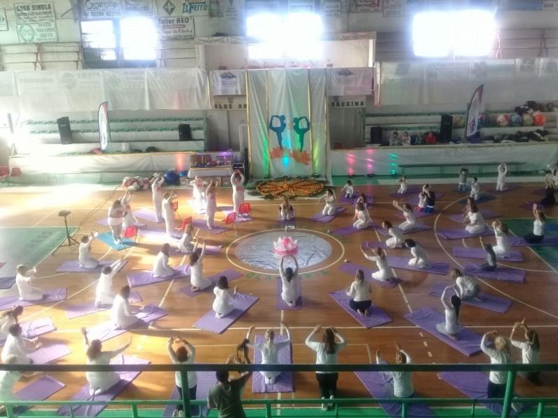 Concurrido Día Internacional del Yoga