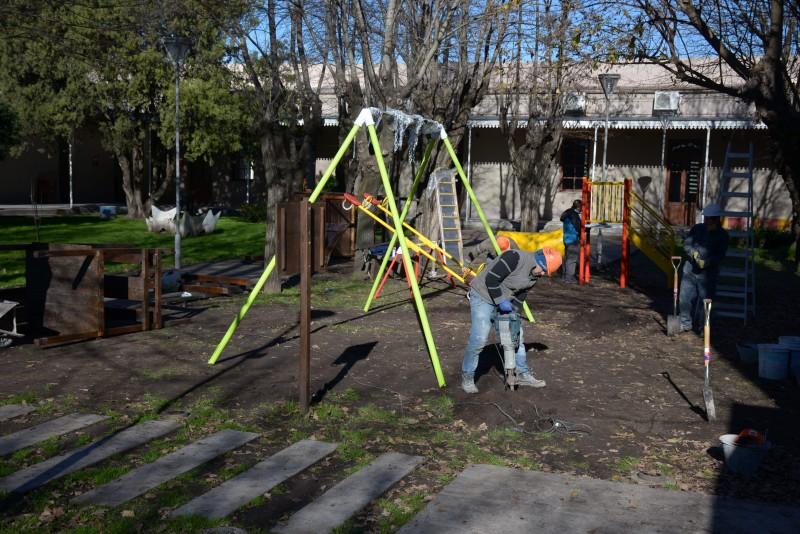 El patio del Centro Cultural con juegos nuevos para los más chicos