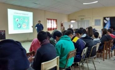 Charlas en escuelas rurales sobre prevención de enfermedades zoonóticas