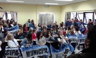 Los municipales votaron por la vuelta de la carpa de protesta