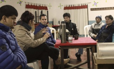 González Hueso visitó la sociedad de fomento de Villa Mailín