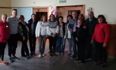 Eduardo Rodríguez en Hinojo habló con los vecinos y visitó el Centro de Jubilados