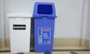 Entrega de cestos en oficinas municipales