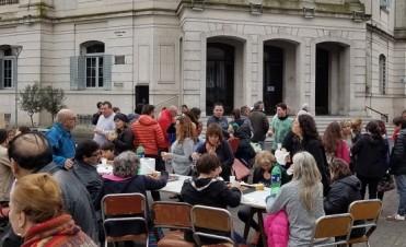 Conflicto de Municipales: reacción por el arrojo de agua desde una dependencia del Palacio