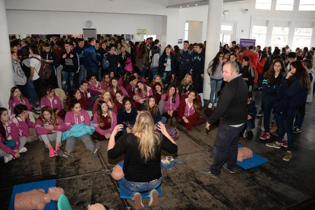 Más de 300 jóvenes participaron de la Kermesse de la Salud