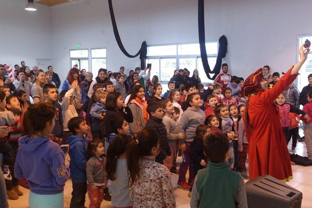 Show y taller de circo este viernes en Loma Negra