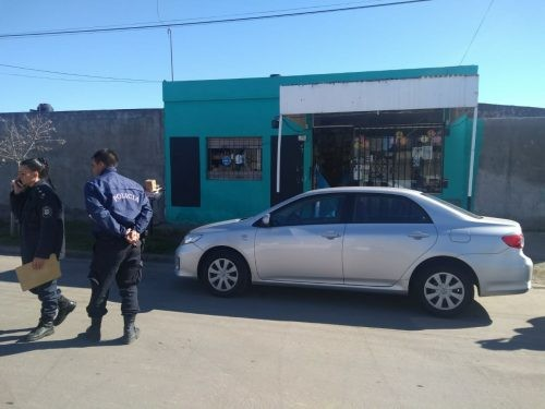 Dos delincuentes robaron y maniataron a una empleada de un quiosco