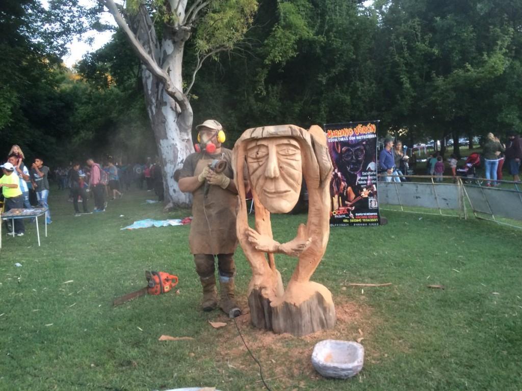 El escultor Mariano Verón vuelve a Ushuaia para el Festival de esculturas en nieve