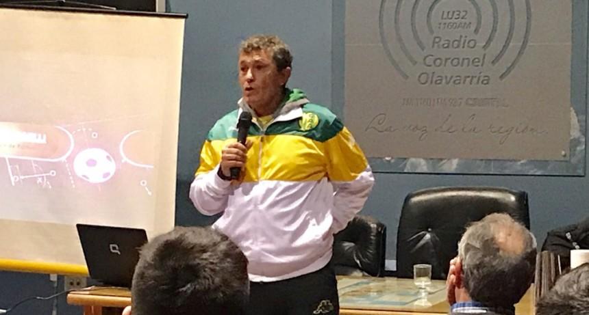 El técnico de Aldosivi de Mar del Plata dio una charla en Olavarría