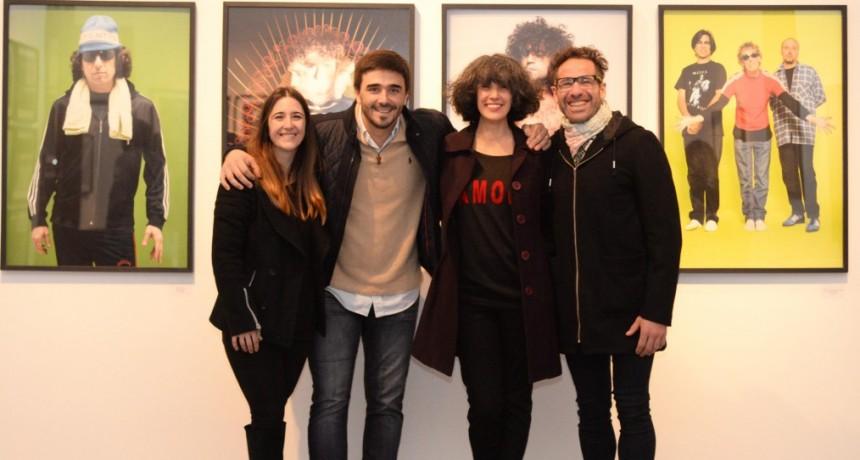 Visita de lujo en Olavarría: Nora Lezano inauguró su muestra Fan