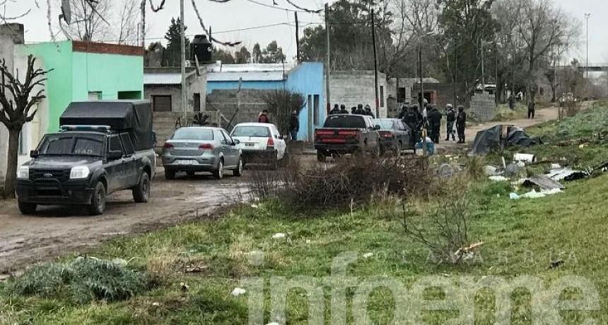 Allanamientos y detenidos en dos barrios de la ciudad