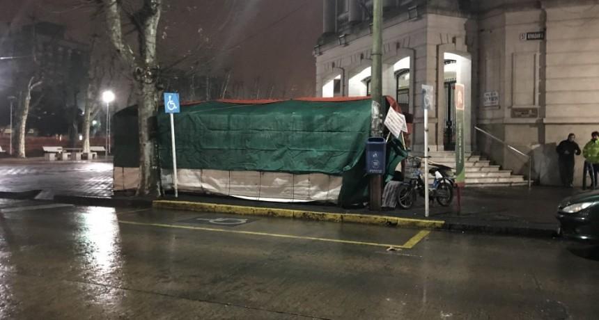 Municipales: audiencia en La Plata, carpa en Olavarría