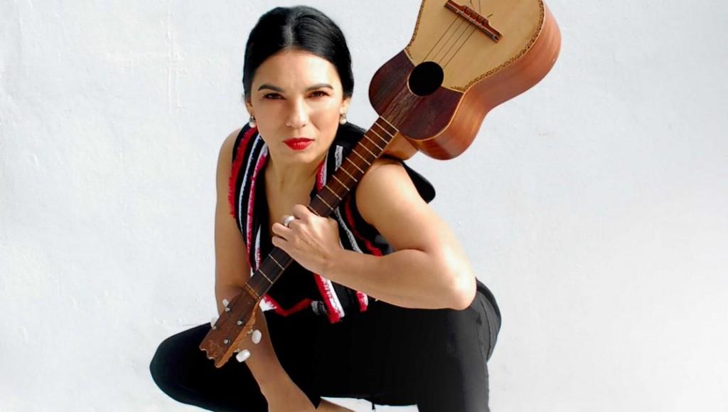 Charo Bogarín canta a Mercedes Sosa en Olavarría y Azul