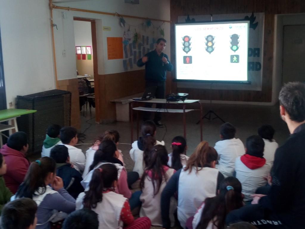 'Mejor, hábitos saludables': charla en la Escuela N° 59
